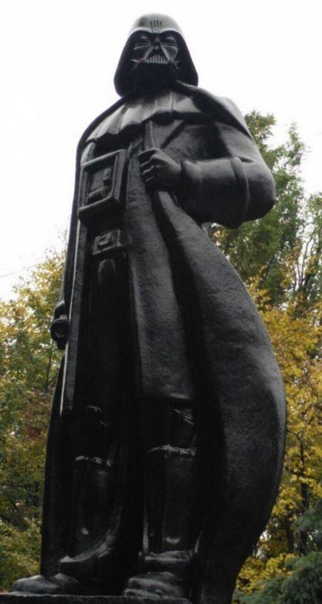 Памятник дарту вейдеру2