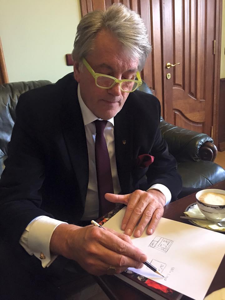Ющенко в очках