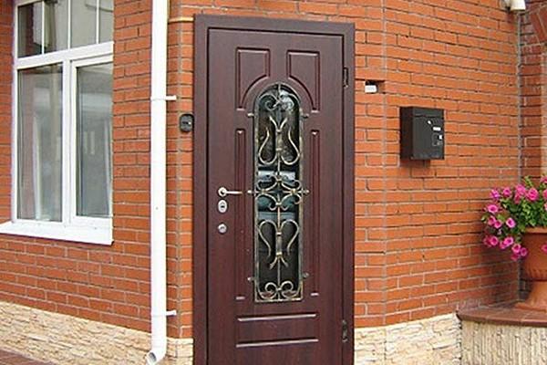 ulichnye-metallicheskie-dveri-uteplennye