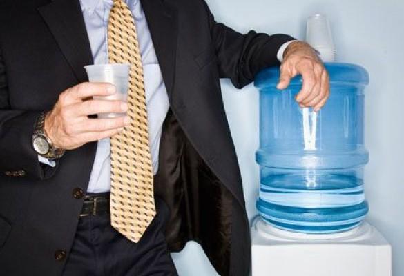 pochemu-nuzhno-pit-vodu-v-ofise
