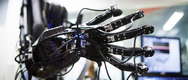 robot_hand-650x279